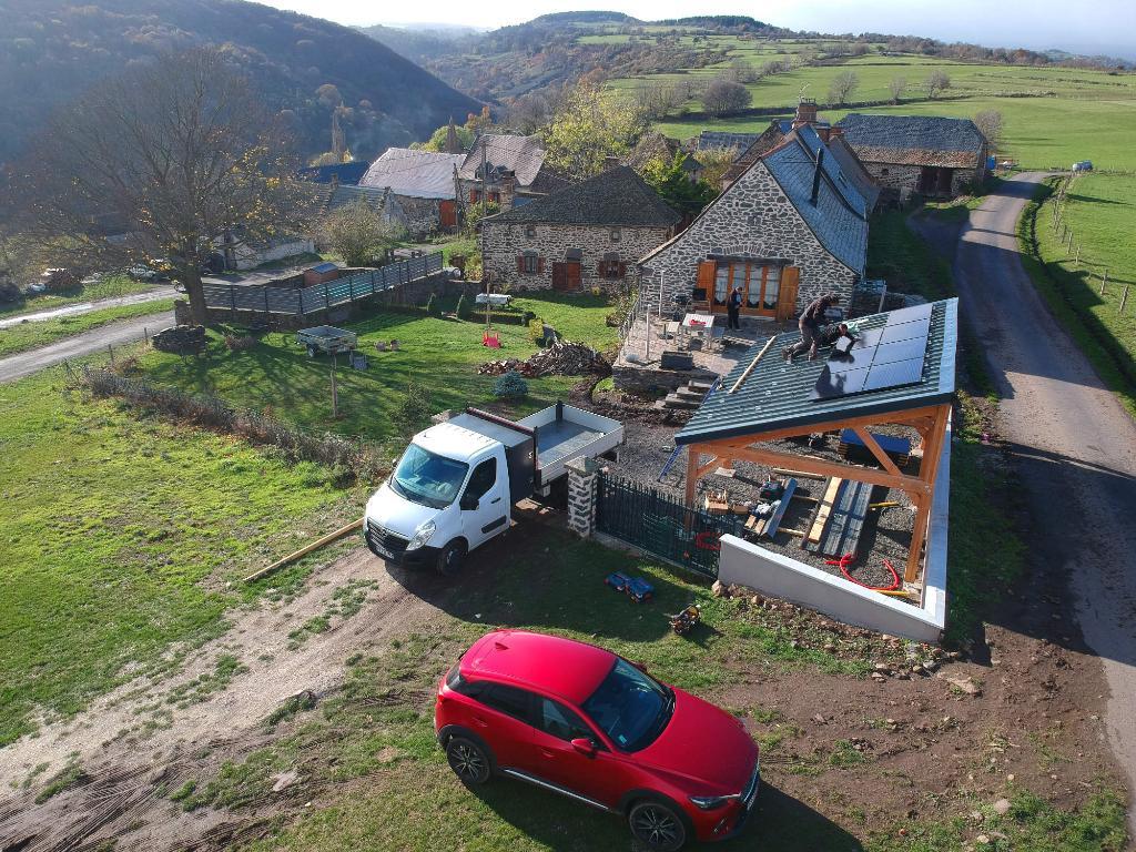 ohe chantier d'installation d'energie renouvelable panneaux solaires sur carport