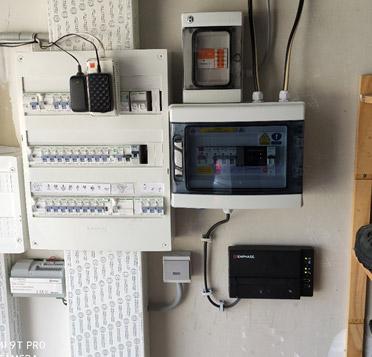 OHE Installation de panneaux solaire pour un PRO en vente totale d'électricité image compteur